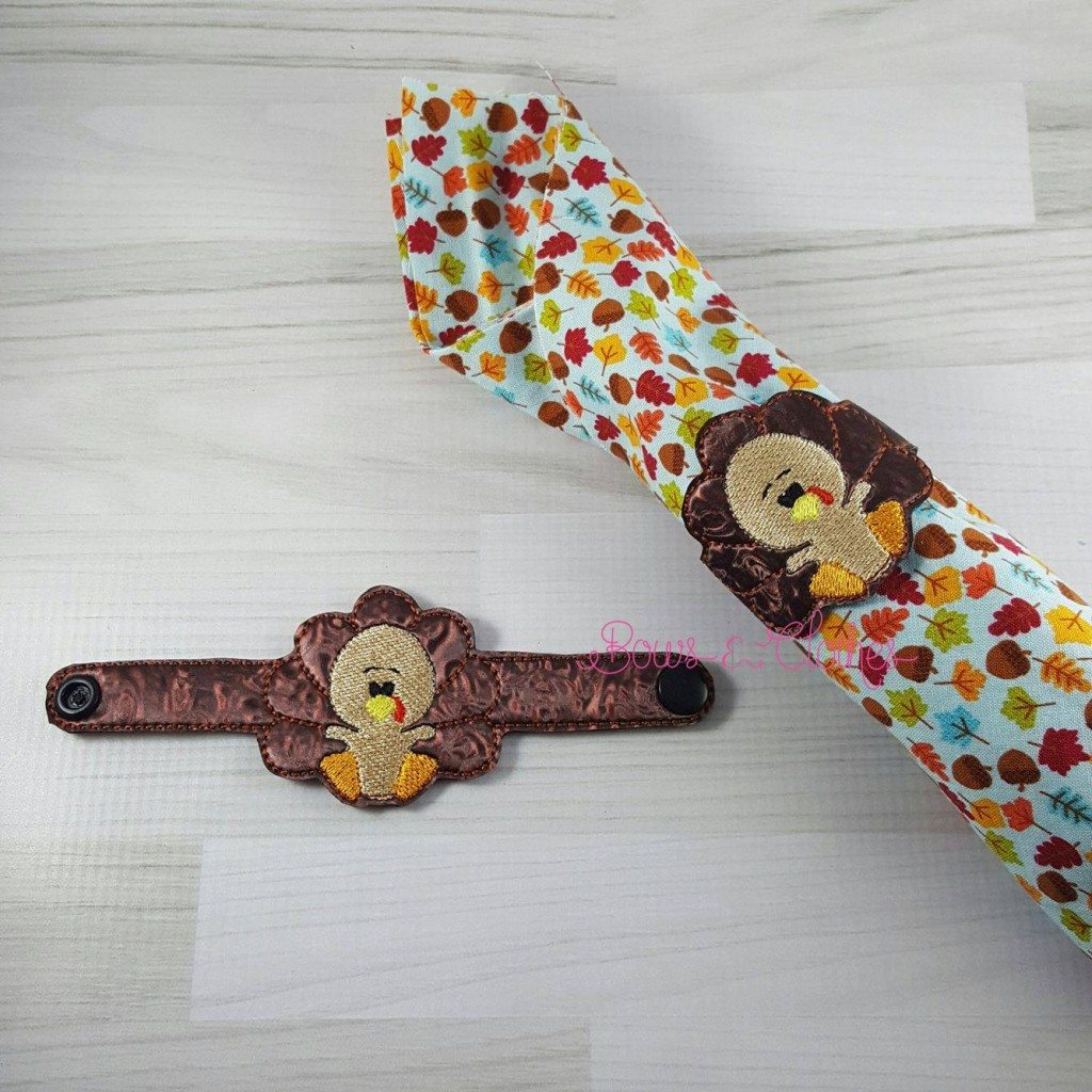Turkey napkin ring ith bows and clothes