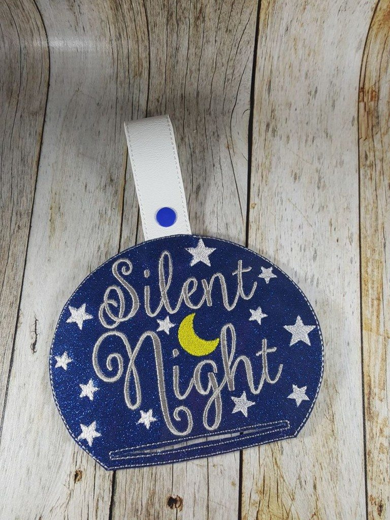 Silent Night Towel Topper Ith Bows And Clothes